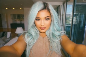 kylie-jenner-beauty-blue-hair-get-look-expert-says-ftr1